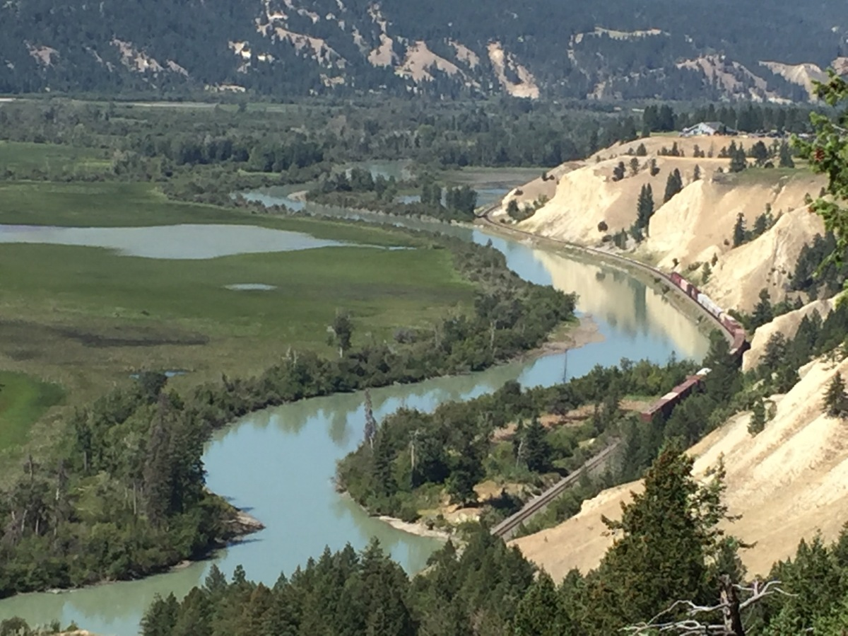 Picture of the Day: Train Running Alongside the Columbia River