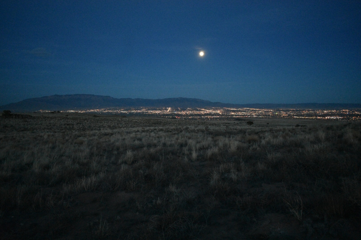 Picture of the Day: Moonrise over Albuquerque