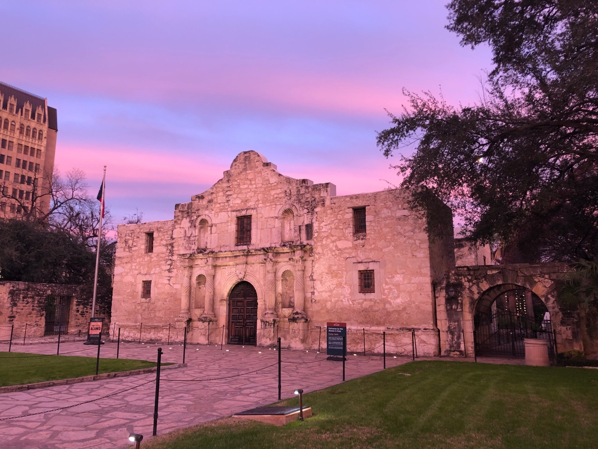 Picture of the Day:   Sunset at theAlamo